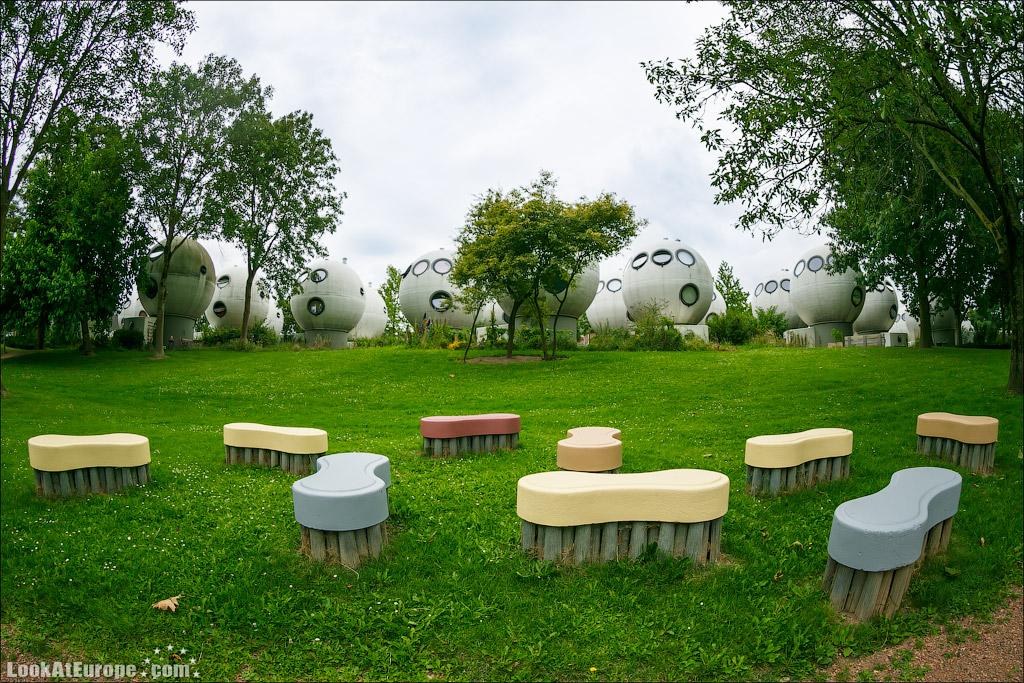 LookAtEurope.com - Фотогалоп по Европе. Чехия, Германия, Голландия.  Дома шары в голландском городе Хертогенбош | Holland, Bolwoningen Houses of Hertogenbosch