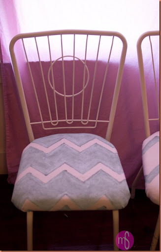 chairs and vintage toys 003