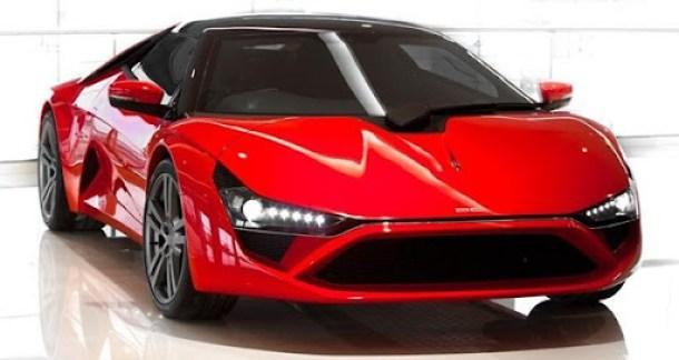 O motor da versão mais em conta será um 4 cilindros de 265 cavalos fornecido pela Ford. Posteriomente um motor V6 Honda de 406 cavalos passará a ser adotado. A transmissão é automatizada de dupla embreagem e seis marchas. Ele não é tão potente quanto deveria ser, e mesmo usando estrutura de alumínio, painéis de carroceria  de plástico e fibra de vidro na carroceria, pesa 1.560 kg. Resultado: estima-se que com motor Honda ele alcance os 100 km/h após 7 segundos de muita pressão no acelerador.Leia mais DC Design Avanti é o primeiro superesportivo indiano - Novidades Automotivashttp://novidadesautomotivas.blogspot.com/