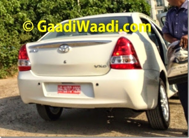 2015-Toyota-Etios-facelift-spied-rear-1024x751