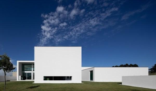 casa fachada minimalista Aradas arquitectos RVDM
