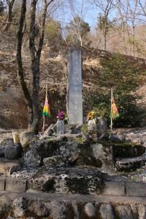 石碑「在日殉難中国烈士永垂不朽」