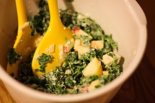 Grønkålsalat med peberrods-mormordressing