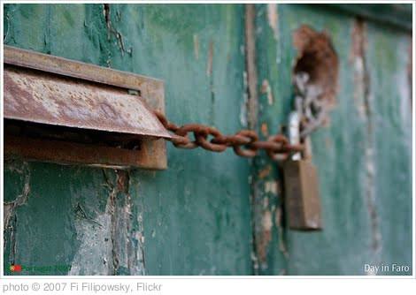 'Locked doors' photo (c) 2007, Fi Filipowsky - license: http://creativecommons.org/licenses/by-nd/2.0/