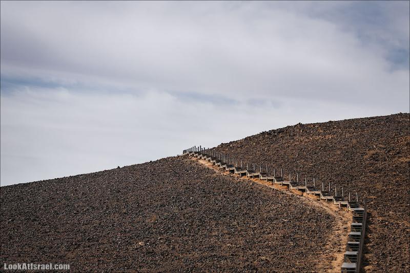 Лесопилка в пустыне и цветная песочница