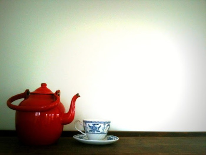 second hand styling red teapot