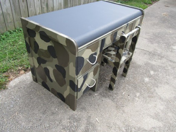 kid's camo desk (22)