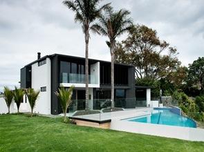 piscina-de-diseño-y-borde-infinito