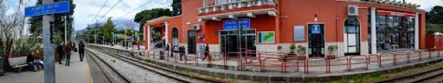 Pompeii Scavi train station