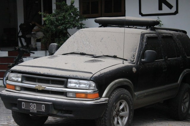 ..Volcanic ash from Mt Merapi on Jl. Sosrowijayan
