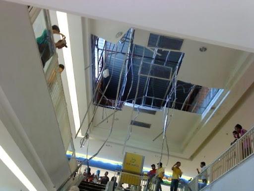 jatuh-ke-ground-floor