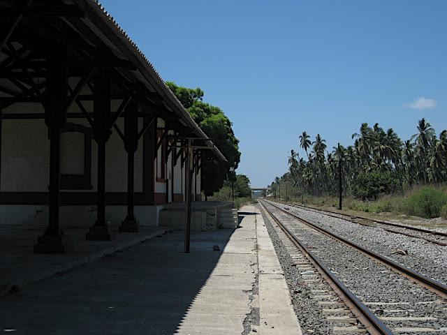 Estación de Cuyutlan (ojalá todavía pasara el tren y bajara vacacionistas)
