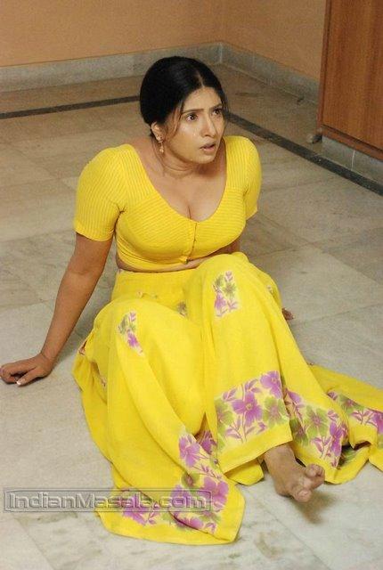 Traditional beautiful actress photos