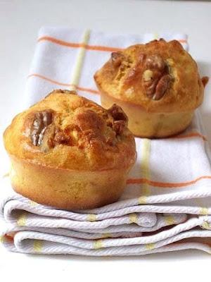 buttermilk muffins au ch vre frais salami et noix un. Black Bedroom Furniture Sets. Home Design Ideas