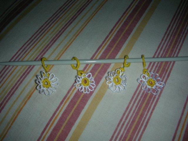 Daisy stitch markers