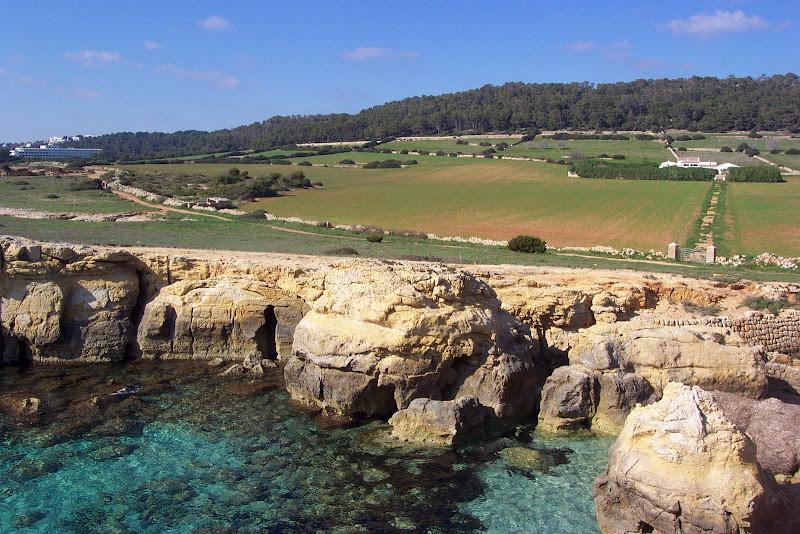 Sendero por la Costa Cami de Cavalls GR 223 en Menorca