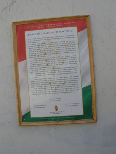 A XXI. század első évtizedének végén, negyvenhat év megszállás, diktatúra és az átmenet két zavaros évtizede után Magyarország visszaszerezte az önrendelkezés jogát és képességét.  A magyar nemzet önrendelkezésért vívott küzdelme 1956-ban egy dicsőséges, de végül vérbe fojtott forradalommal kezdődött. A küzdelem a rendszerváltás politikai paktumaival folytatódott, és végül szabadság helyett kiszolgáltatottságba, önállóság helyett eladósodásba, felemelkedés helyett szegénységbe, remény, bizakodás és testvériség helyett mély lelki, politikai és gazdasági válságba torkollott. A magyar nemzet 2010 tavaszán még egyszer összegyűjtötte maradék életerejét, és a szavazófülkékben sikeres forradalmat vitt véghez.  A győzelmet a magyar emberek a régi rendszer megdöntésével és egy új rendszer, a Nemzeti Együttműködés Rendszerének megalapításával vívták ki. A magyar nemzet e történelmi tettével arra kötelezte a megalakuló Országgyűlést és a felálló új kormányt, hogy elszántan, megalkuvást nem ismerve és rendíthetetlenül irányítsák azt a munkát, amellyel Magyarország fel fogja építeni a Nemzeti Együttműködés Rendszerét.  Mi, a Magyar Országgyűlés képviselői kinyilvánítjuk, hogy a demokratikus népakarat alapján létrejött új politikai és gazdasági rendszert azokra a pillérekre emeljük, amelyek nélkülözhetetlenek a boldoguláshoz, az emberhez méltó élethez és összekötik a sokszínű magyar nemzet tagjait. Munka, otthon, család, egészség és rend lesznek közös jövőnk tartóoszlopai.  A Nemzeti Együttműködés Rendszere minden magyar számára nyitott, egyaránt részesei a határon innen és túl élő magyarok. Lehetőség mindenki számára és elvárás mindenki felé, aki Magyarországon él, dolgozik és vállalkozik.  Szilárd meggyőződésünk, hogy a Nemzeti Együttműködés Rendszerében megtestesülő összefogással képesek leszünk megváltoztatni Magyarország jövőjét, erőssé és sikeressé tenni hazánkat. Ez a roppant erőket felszabadító összefogás minden magyar embert, legyen bármilyen korú, nemű, vallású, politik