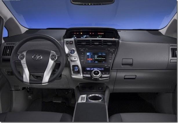 Toyota-Prius_V_2012_800x600_wallpaper_27