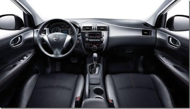 Nissan-Tiida_2012_1600x1200_wallpaper_08