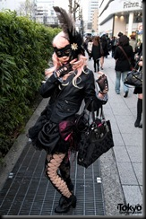 Lady-Gaga-Japanese-Fans-2010-04-17-085-P7287-600x903
