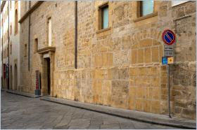 Sizilien - Palermo - Vorderseite des ehemaligen Convento Sant'Anna. Hier machte der Mafia-Jäger Giovanni Falcone Abitur. Heute beherbergt es die Galleria d'Arte Moderna.