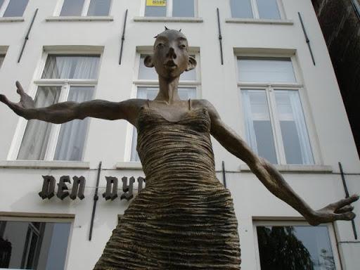 Standbeeld van Dirk De Keyzer in Brugge