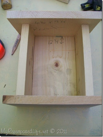 assemble easy birdhouse