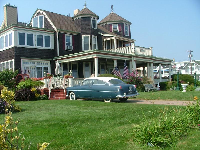 La casa, il giardino, la macchina, la bandiera - il sogno americano sotto stress a causa della crisi economica (photo by Anthony M. Quattrone)