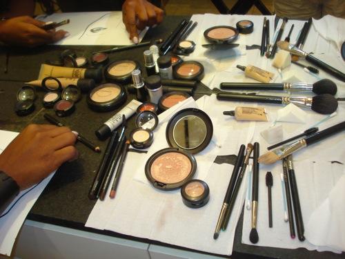 mesa da mac com produtos usados.JPG