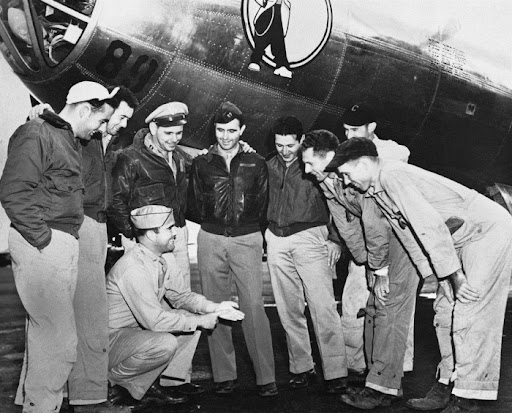 a discussion of the significance of the atomic bombs dropped on hiroshima and nagasaki and how they  The initial effects of the atomic bomb dropped on hiroshima and nagasaki were (a) there was heavy damage only within a mile of the bomb's impact (b) the - 380410.