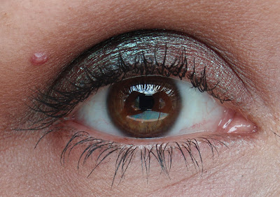 bionic Beauty demostrates how to use duochrome eyeshadows