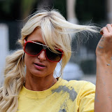 Paris Hilton performs community service with Hollywood Beautification Team (3).jpg