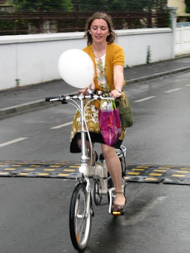 Simona pe bicicleta pliabila Dahon