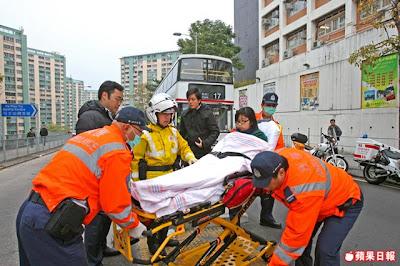 25-01-2011 意外中受傷女學生由救護車送院