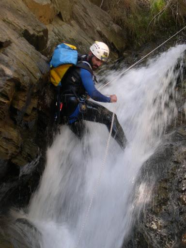 Jóse bajando la cascada de 15