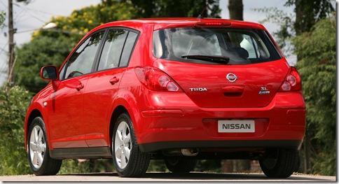 Nissan Tiida 2010 (3)