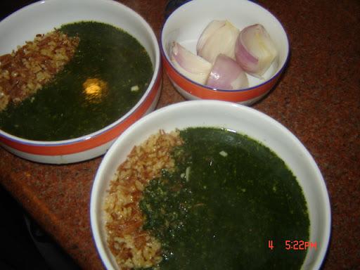 الملوخية مع الأرز والبصل!