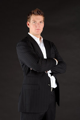 I cant get enough of the suit pictures! Steve looks about 16 in this pic. See what a suit can do for ya?