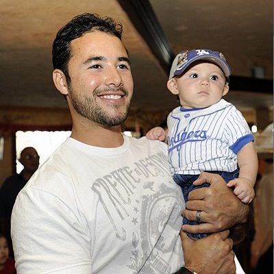 There is just something about a hot guy holding a baby (that does not belong to him, preferrably) that I find so hot!