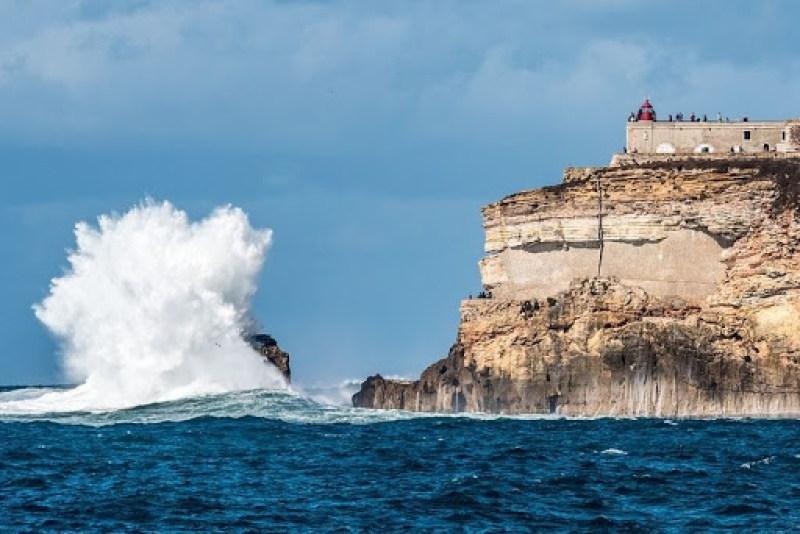 nazare-big-waves-11