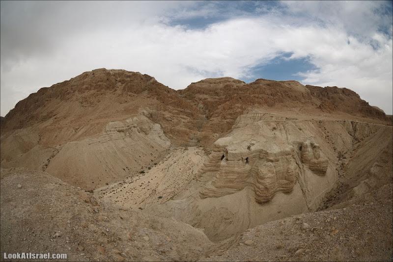 Вид на кумранские пещеры