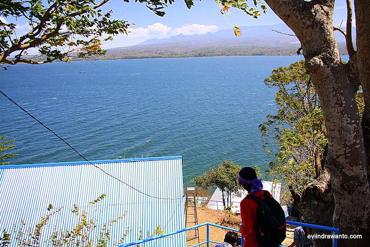 Turun menuju Aba Umar Resort