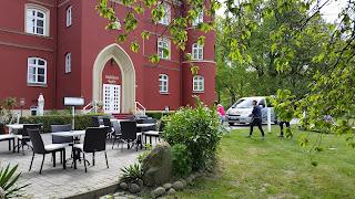 """Am Restaurant """"Wrangel"""" auf Spyker"""