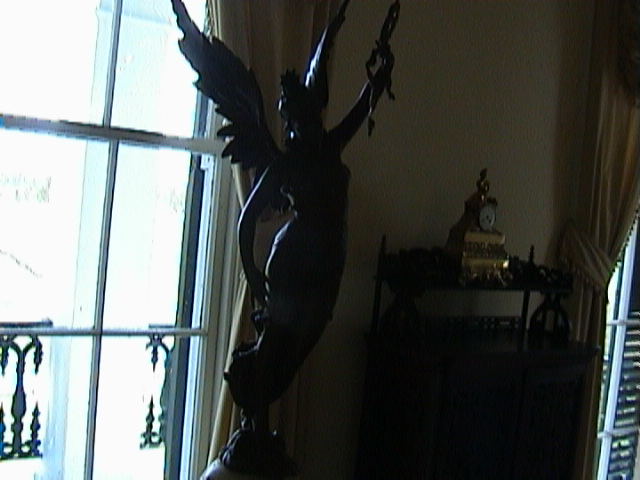 0640Inside_a_Southern_Mansion_-_New_Orleans