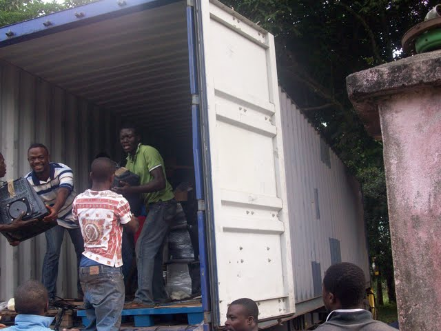Container Arrival & Offloading in Buea - 100_9086.JPG