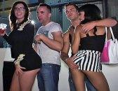 Dos guiris borrachas de fiesta de cumpleaños en Valencia. Fiesta porno en la capital. Pasó lo que tenía que pasar