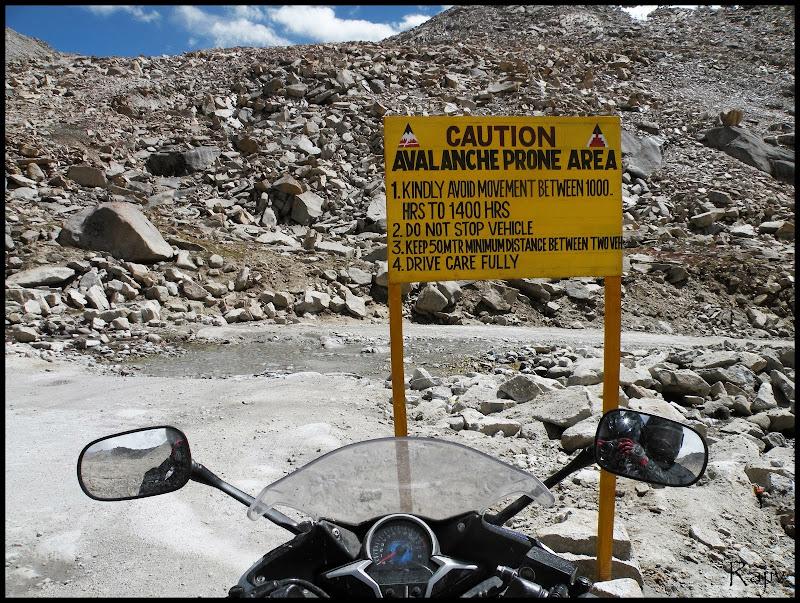 ladakh mountain road photo