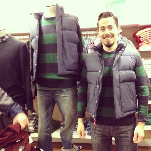 #撞衫也是一種樂趣:溫哥華男子就是愛到店跟假人模特兒撞衫 10