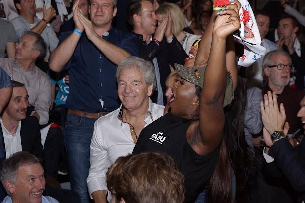 Marc Degryse en Henk Houwaart bij supporter Yves Ngabu