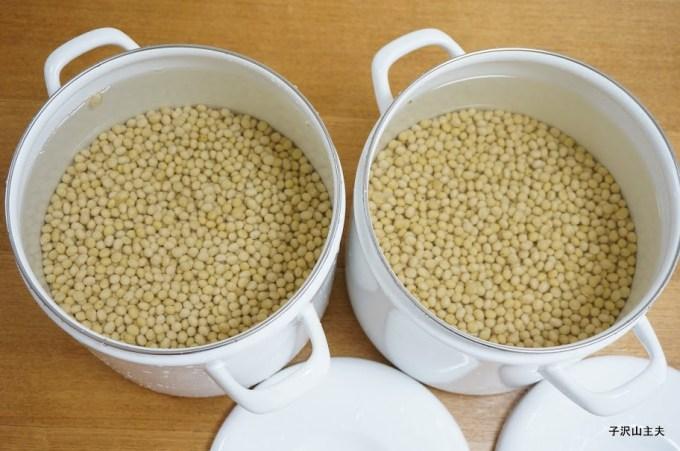 前日に水に漬けた大豆